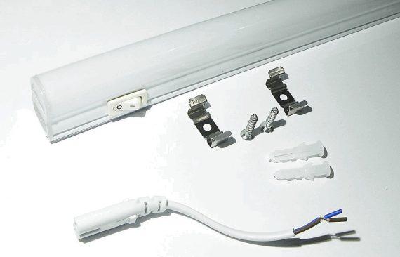 OPTONICA LED fénycső kapcsolóval / T5 / 8W / 570x28mm / meleg fehér / TU5526